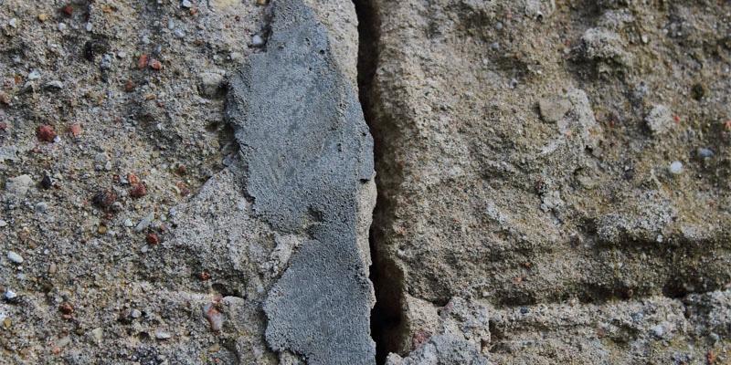 fissure sur mur de maison