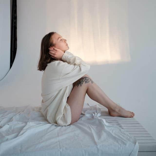 Les matelas à mémoire de forme permettent de réduire les douleurs cervicales
